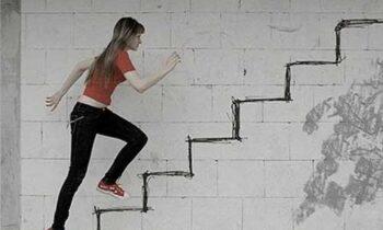 Nằm mơ thấy leo cầu thang? Nên đánh con gì